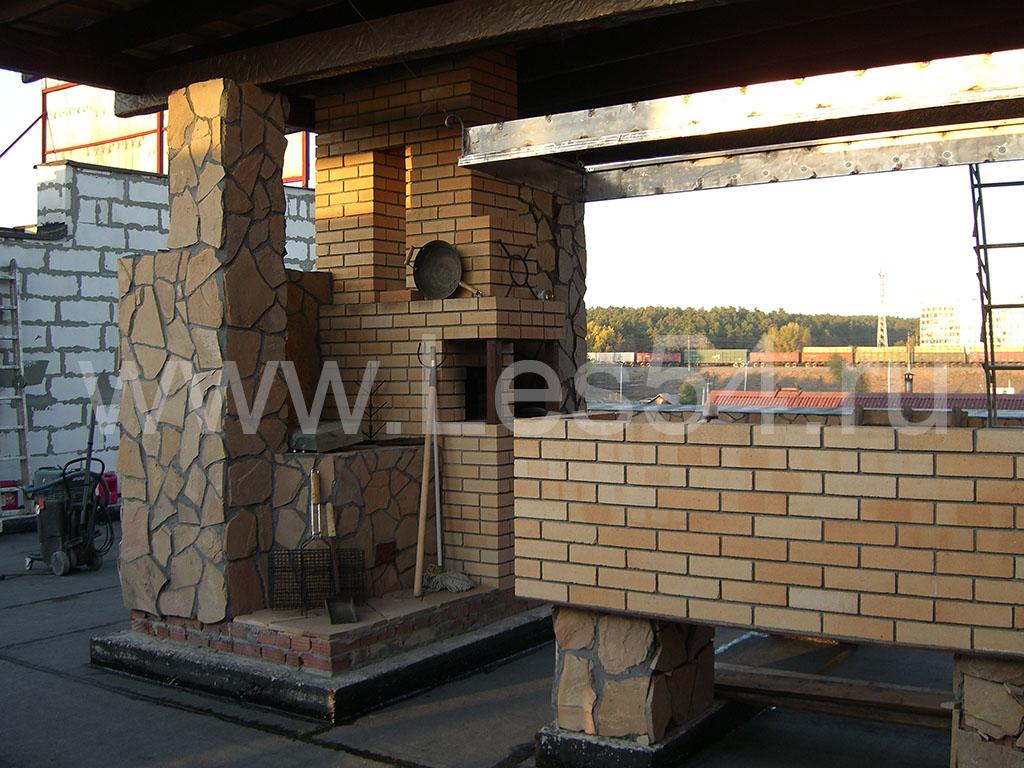 Баня из профилированного бруса сечением 180х180 мм на крыше трехэтажного здания