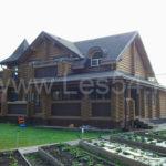 Загородный дом с террасой из оцилиндрованного бревна д. 260 мм